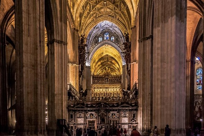Essential Monumental Guided Tour in Seville