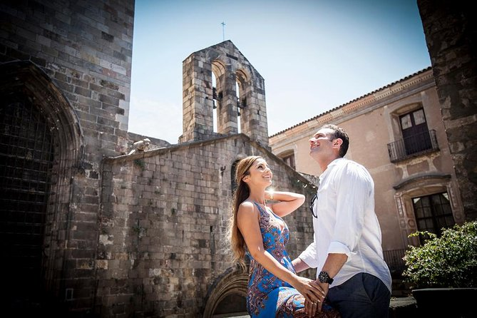 Gothic Quarter Photoshoot Tour in Barcelona
