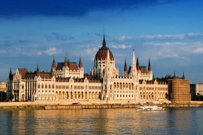 Welcome to Budapest: HopOnHopOff, Danube Cruise, Coffee and Cake, Hungarian Meal