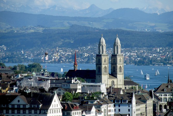 Welcome to Zurich: Swiss National Museum Entrance and Sightseeing Tour