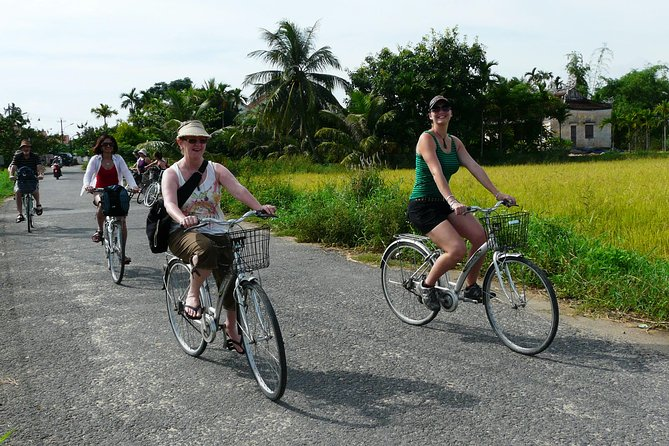 Tra Que herb village and Cam Thanh Village by bike half day tour