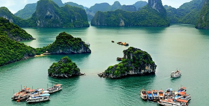5-Day Tour of Hanoi Including Halong Bay Cruise and Water Puppet Show