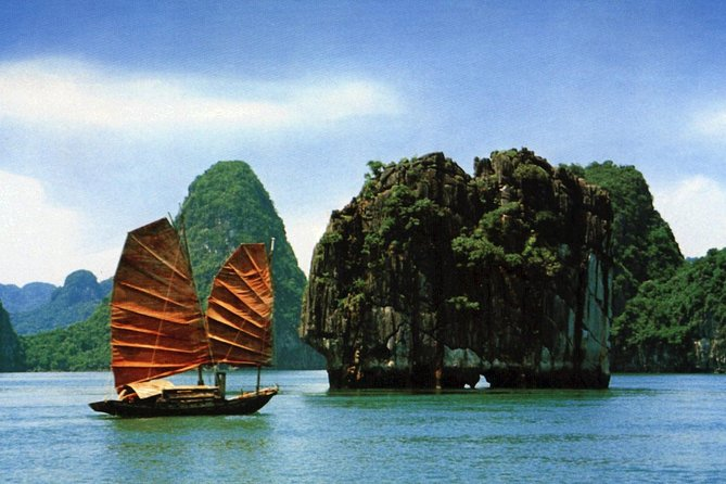 Halong Bay Cruise from Hanoi with Seafood Lunch