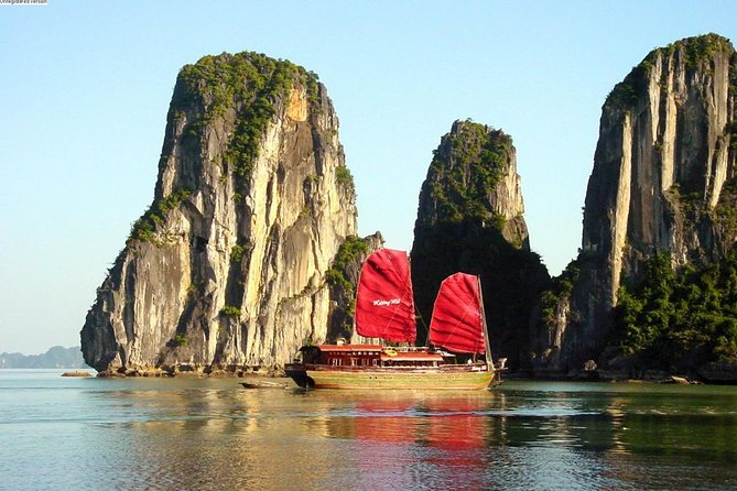 3-Day Luxury Cruise from Hanoi Exploring Halong and Lan Ha Bays with Kayaking or Bamboo Boat Rides