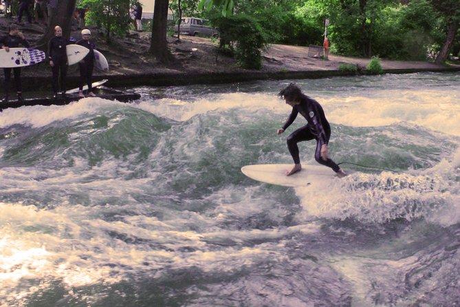 Expérience unique de surf à Munich sur la rivière Eisbach en compagnie d'un guide local
