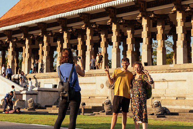 Withlocals Highlights & Hidden Gems: Best of Colombo Private Tour