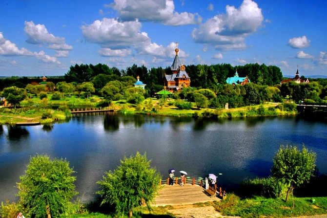 All-Inclusive Private Day Tour to Harbin Volga Manor Including Russian Show