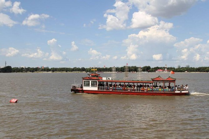 Songhua River Boat Tour and Food Experience in Harbin