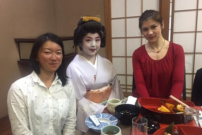 Geisha Banquet Experience at a Former Samurai's Residence with Kaiseki-Ryouri