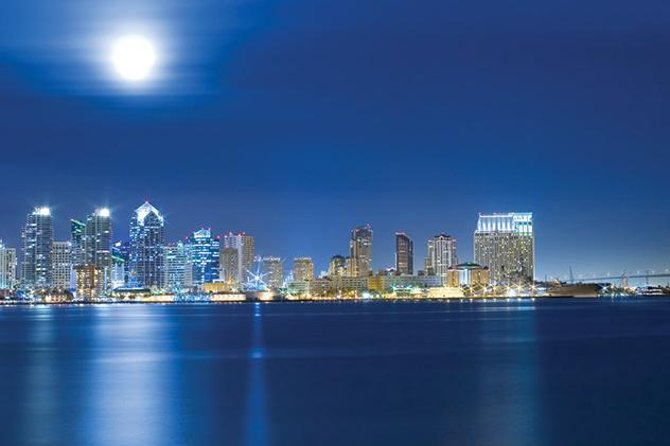 San Diego Luxury Dinner Cruise with Window Seating and Champagne Option