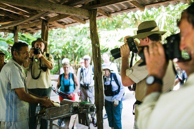 Excursão para grupos pequenos pelas comunidades escondidas saindo de Belém