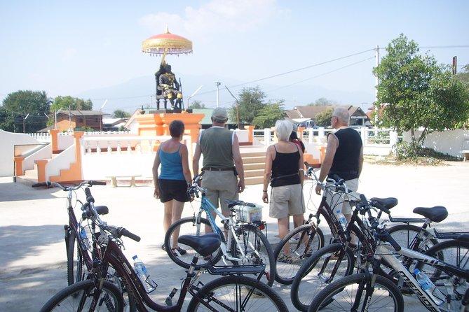 Cores de meio dia da excursão de bicicleta de Chiang Mai