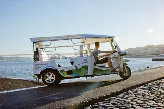 Lisbon: Half Day Sightseeing Tour on a Private Electric Tuk Tuk