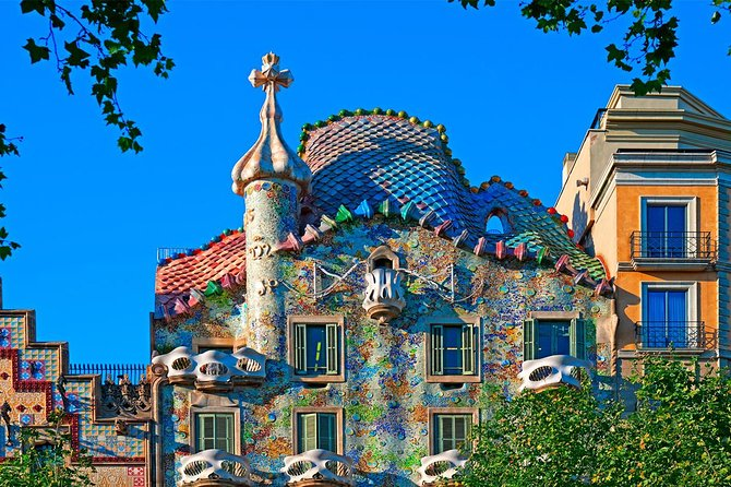 Gaudì Private Tour with Skip the Line Sagrada Familia Entry in Barcelona