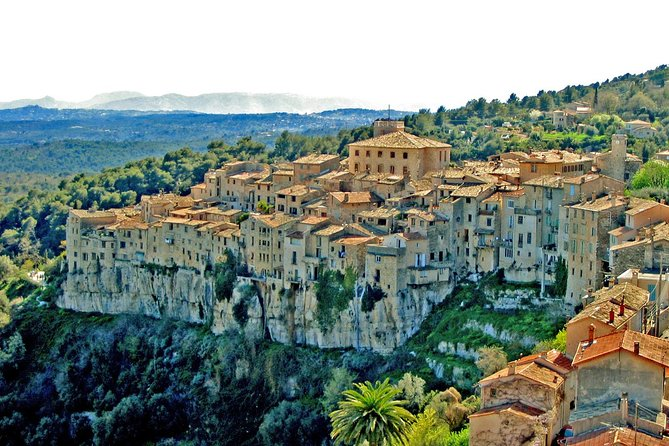 The wolf gorge and the stone nests of Provence