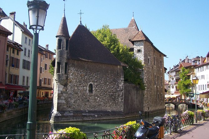 Pérouges & Annecy Private Day Trip with Food Tasting from Lyon