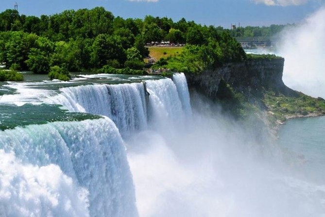 Niagara Falls Fully Guided Day Trip from New York by Air