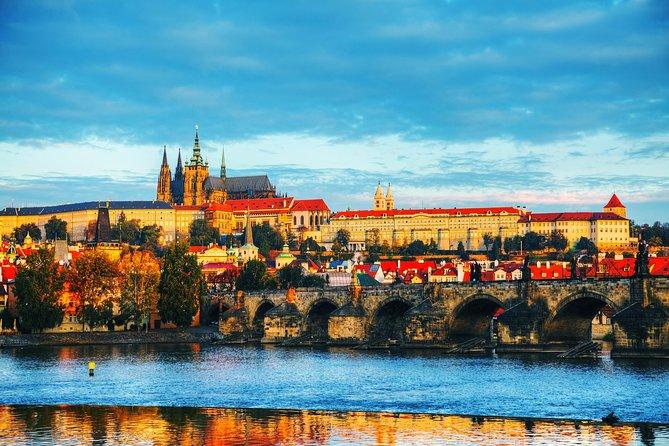 Excursão de ônibus de dia inteiro em Praga incl. interiores do castelo, visita à cervejaria e cruzeiro com jantar