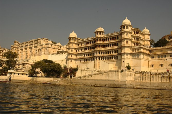 Udaipur Guided sightseeing Tour in Three wheeled Tuk Tuk