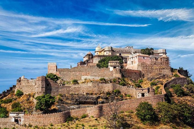 One-Way Private Drop To Kumbhalgarh From Udaipur with EnRoute Ranakpur Excursion