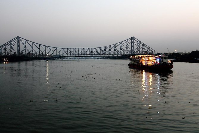 Guided Kolkata Sightseeing Trip by Car, Walk & Sunset Cruise Excursion Trip