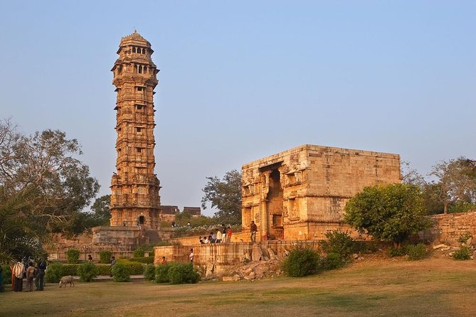 Guided Tour to Chittorgarh Fort on Udaipur to Jaipur Transfer