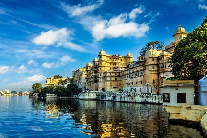 Private Excursion To Udaipur City Palace Museum with Jagdish Temple & Boat Trip