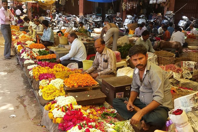 In mattinata visita al mercato dei fiori con Tiger Fort e Monkey Temple Transfers