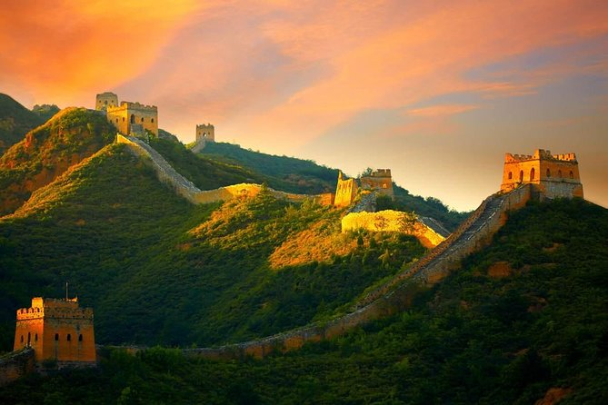 Private Night Tour to Gubei Water Town and Simatai Great Wall with Cable Car