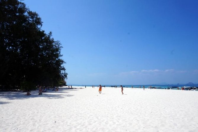 Sonnenaufgangs-Tour in kleiner Gruppe zur Phi Phi-Insel ab Phuket
