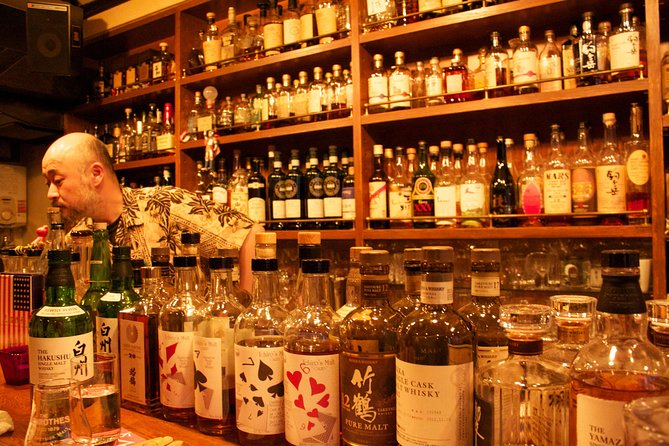Japanese Whisky Tasting Experience at Local Bar in Tokyo photo 3