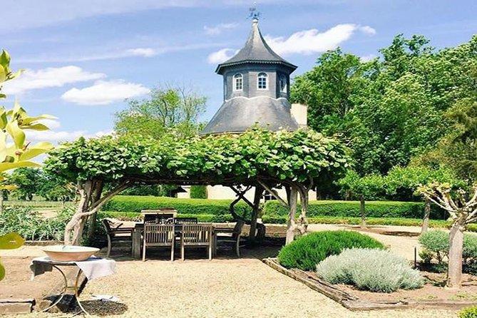 Small Group Chateau de Reignac and Scent Garden Tour with Bordeaux Wine Tasting in Saint Loubes