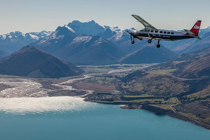 Excursão turística de cruzeiro e vôo em Milford Sound, saindo de Queenstown