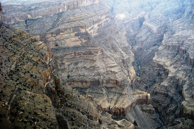 Private Tour: The Grand Canyon of Oman and Jebel Shams Day Trip