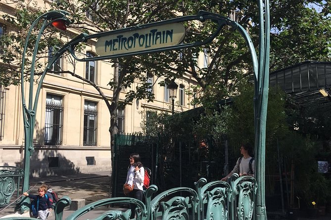 2.5-Hours Walking Tour of Paris Highlights along the River Seine
