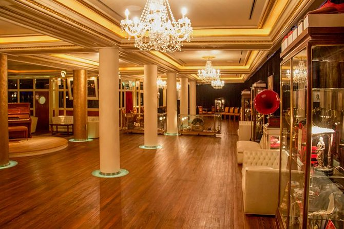 2-hour Tango Lesson with Wine Tasting in Buenos Aires