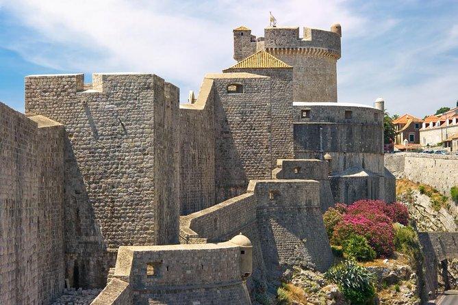 Excursão a pé de 2 horas pelas muralhas e guerras da cidade velha de Dubrovnik