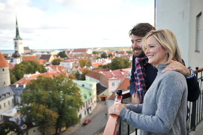 Tallinn 1 Hour Romantic Photo Tour