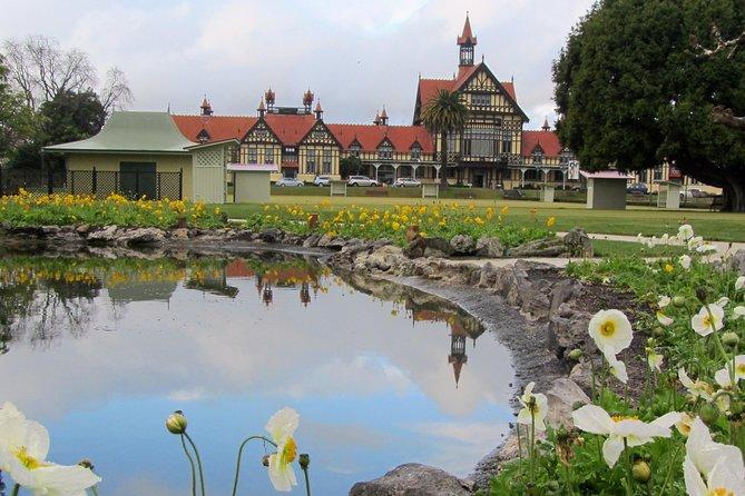 Private 3 Days Tour From Auckland: Hobbiton, Hamilton, Rotorua & Waitomo Caves