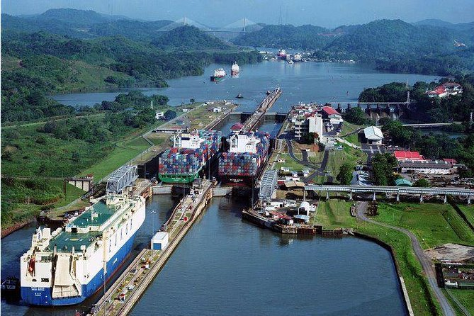 City Tour and Visit Miraflores Locks (4 Hour & 3 Hour) photo 2