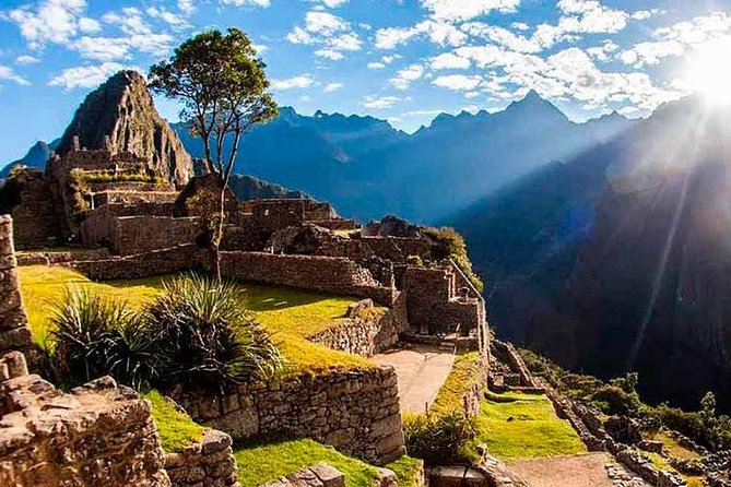 Private Sacred Valley and Machu Picchu 2-Day Tour