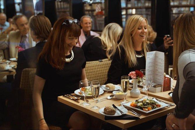 London Thames River Dinner Cruise with Cabaret Singer