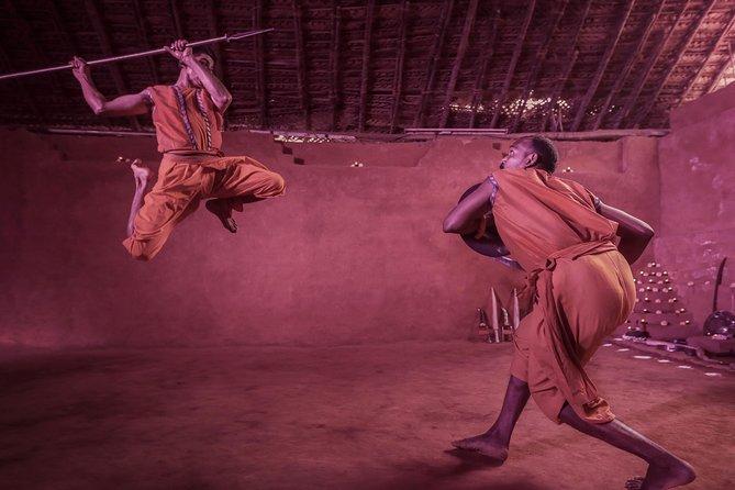 バンガロールでの古代武術のパフォーマンスKalalipayattu