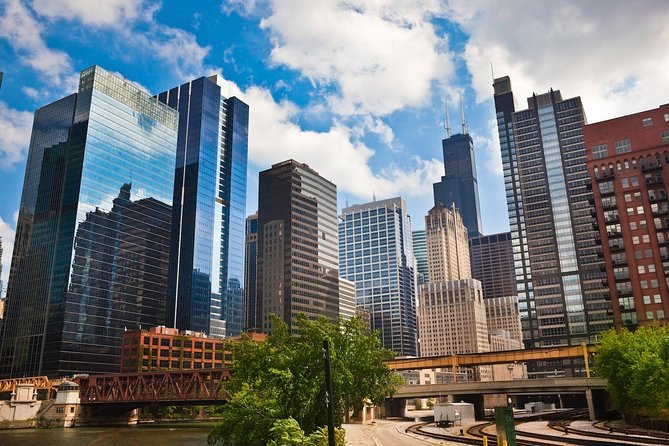 Land and River Architecture Tour of Chicago's Scenic North Side
