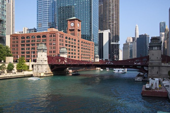 Land and River Architecture Tour of Chicago's Scenic North Side photo 8