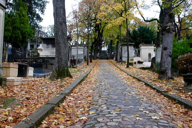 Père Lachaise Cemetery Walking Tour in Paris