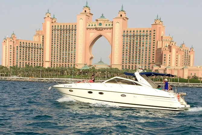 Private Luxury Everest Yacht Cruise from Dubai Marina