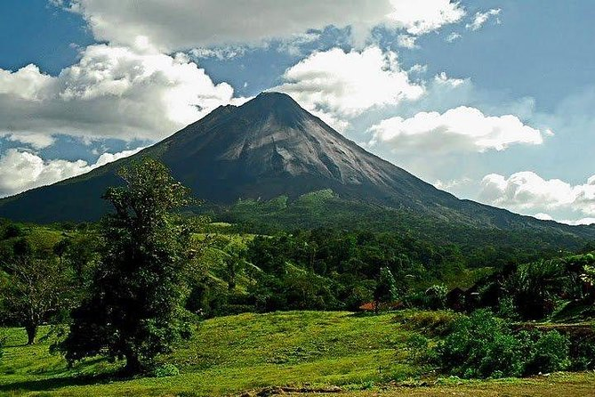 Arenal Volcano Hike and Hot Springs Tour from San Jose