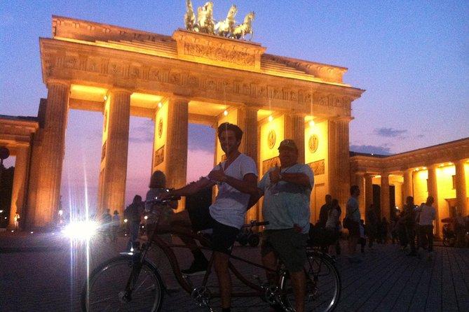 Recorrido histórico en bicicleta para grupos pequeños en Berlín