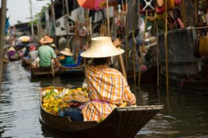 Excursão pelos mercados flutuantes e ponte sobre o rio Kwai, partindo de Bangcoc